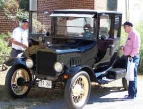 Boones-Mill-Apple-Festival-vintage-automobiles